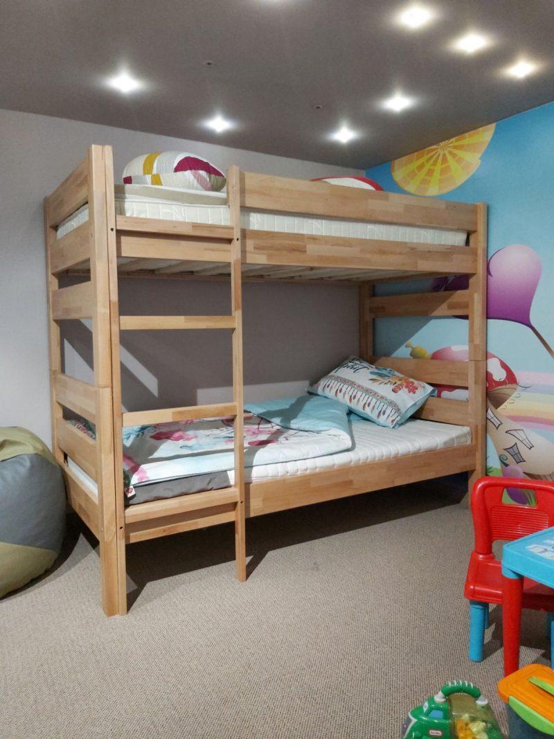 Dječji krevet na sprat